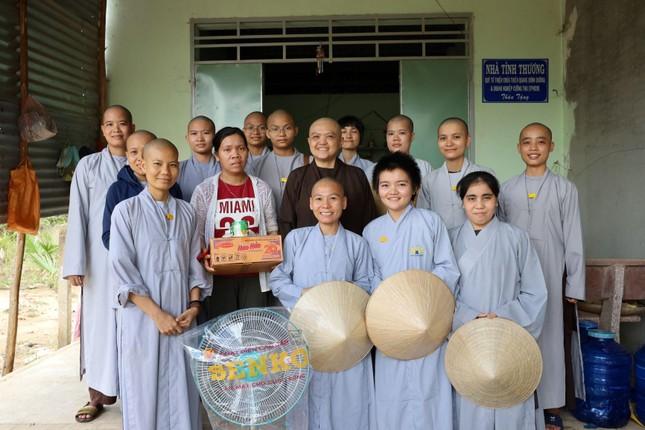 Chùa Thiên Quang tặng quà cho người nghèo tại Bình Thuận ảnh 4