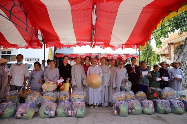 Chùa Thiên Quang tặng quà cho người nghèo tại Bình Thuận ảnh 2