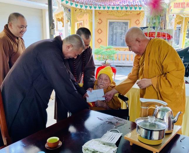 Ban Trị sự Phật giáo TP.Biên Hòa thăm nhị vị tôn túc Tăng Ni niên cao lạp trưởng ảnh 1