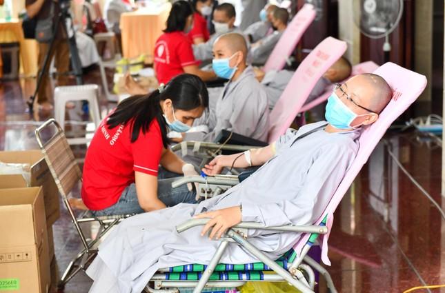 Gần 500 Tăng, Ni sinh nội trú của Học viện Phật giáo VN tại TP.HCM hiến 400 đơn vị máu ảnh 3