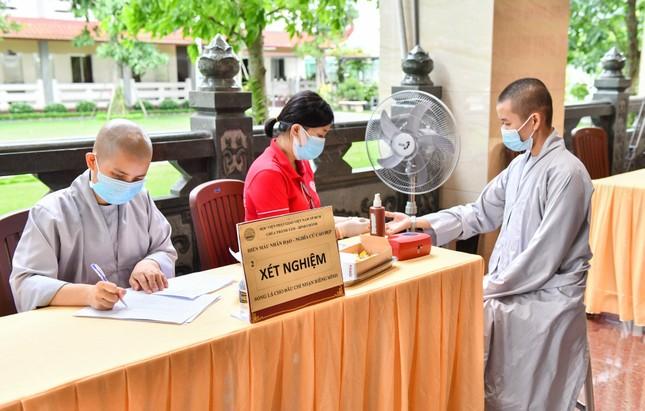 Gần 500 Tăng, Ni sinh nội trú của Học viện Phật giáo VN tại TP.HCM hiến 400 đơn vị máu ảnh 2