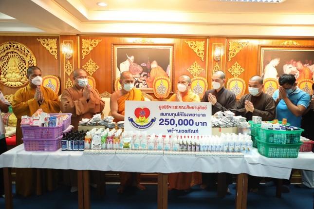 Chùa Hưng Thạnh hỗ trợ bệnh viện tại Thái Lan ảnh 1