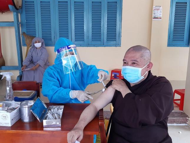 Tăng Ni Phật giáo TP.Sa Đéc tiêm vắc-xin Covid-19 ảnh 1