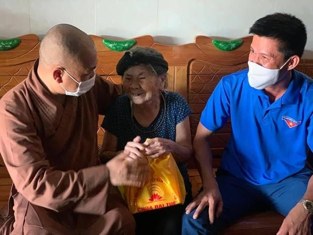 Nghệ An: Tăng Ni, Phật tử thực hiện cấm túc, tụng kinh Vu lan ảnh 1