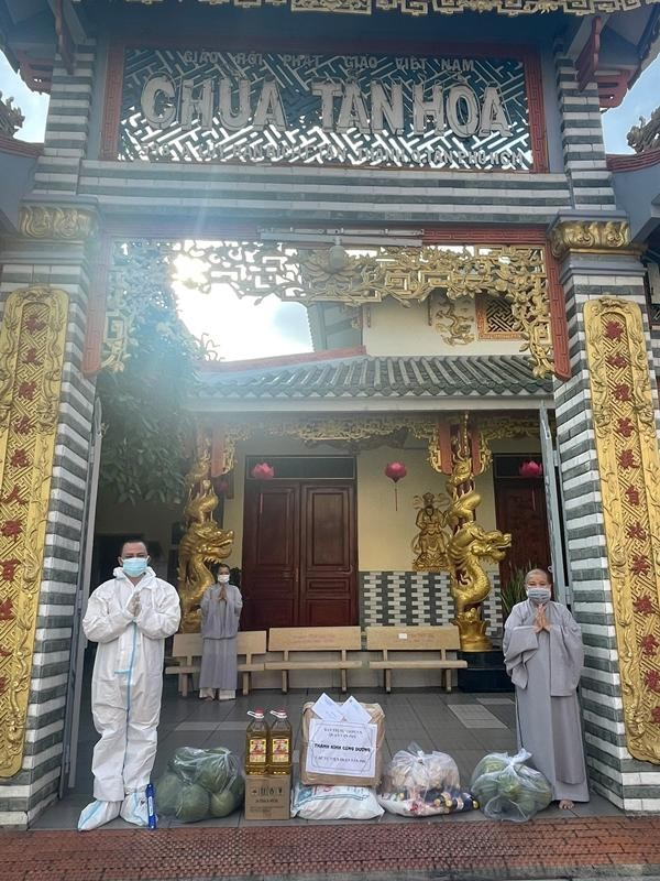 Ban Trị sự Phật giáo quận Tân Phú cúng dường tịnh tài, phẩm vật đến các cơ sở tự viện ảnh 6