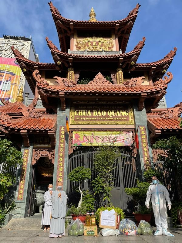 Ban Trị sự Phật giáo quận Tân Phú cúng dường tịnh tài, phẩm vật đến các cơ sở tự viện ảnh 8