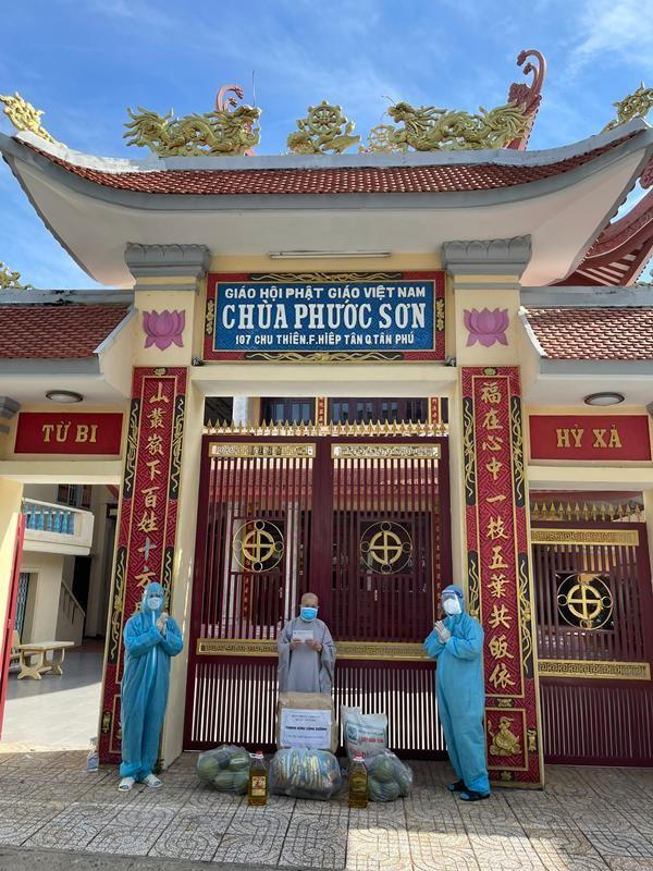 Ban Trị sự Phật giáo quận Tân Phú cúng dường tịnh tài, phẩm vật đến các cơ sở tự viện ảnh 12