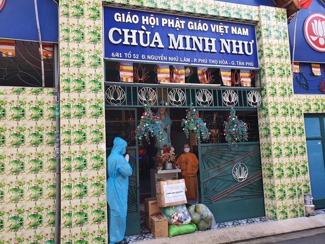 Ban Trị sự Phật giáo quận Tân Phú cúng dường tịnh tài, phẩm vật đến các cơ sở tự viện ảnh 15