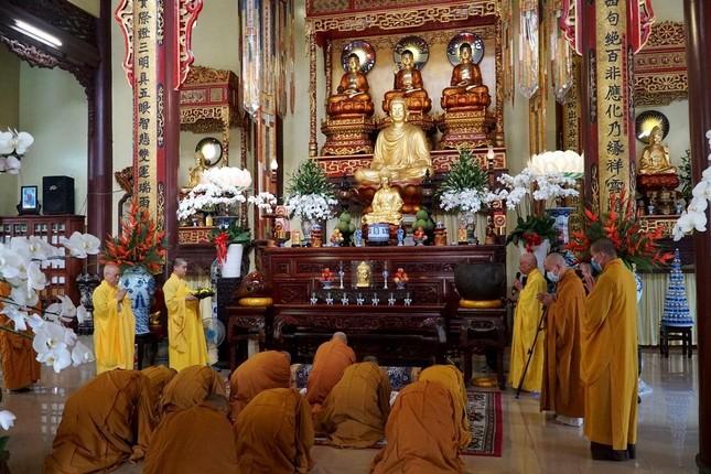 Trang nghiêm lễ tưởng niệm Đức Đại lão Hòa thượng Thích Tịnh Khiết tại Huế và TP.HCM ảnh 9
