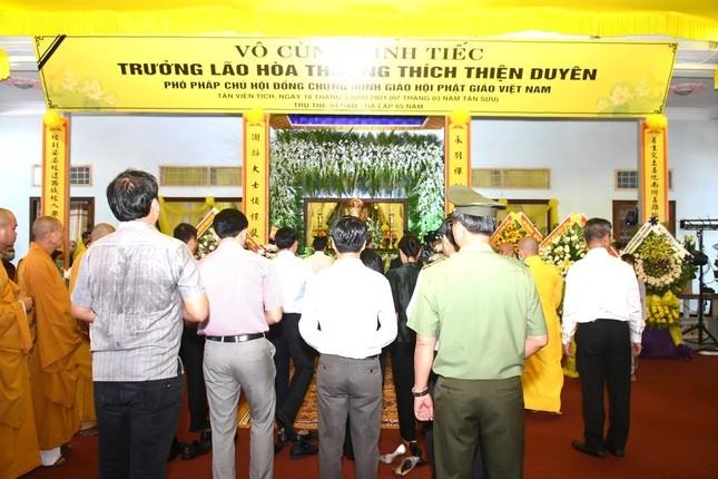 Phái đoàn Chính phủ, Trung ương GHPGVN viếng tang Trưởng lão Hòa thượng Thích Thiện Duyên ảnh 2