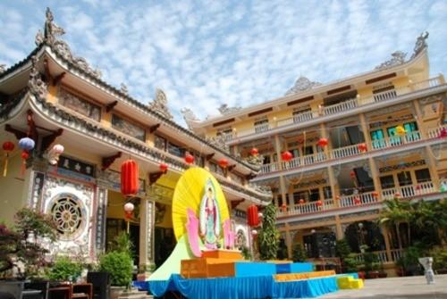 Đồng Nai: Sắc màu Hoa đăng nhân lễ vía Đức Phật A Di Đà tại chùa Phước Viên ảnh 2