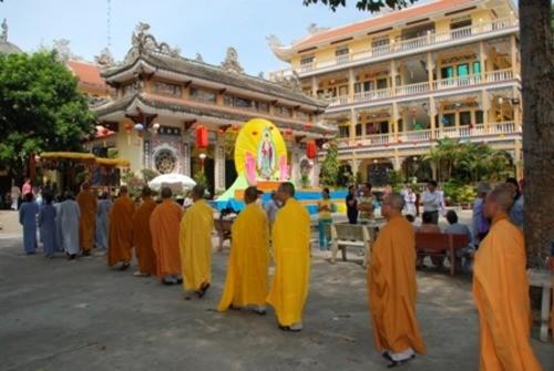 Đồng Nai: Sắc màu Hoa đăng nhân lễ vía Đức Phật A Di Đà tại chùa Phước Viên ảnh 3