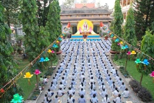 Đồng Nai: Sắc màu Hoa đăng nhân lễ vía Đức Phật A Di Đà tại chùa Phước Viên ảnh 6