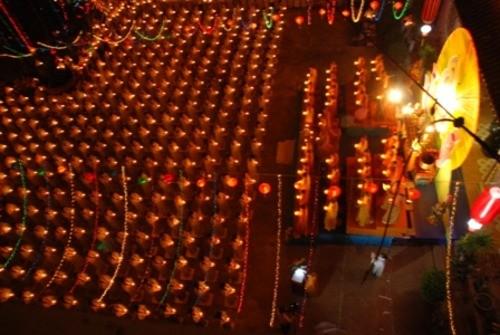 Đồng Nai: Sắc màu Hoa đăng nhân lễ vía Đức Phật A Di Đà tại chùa Phước Viên ảnh 14