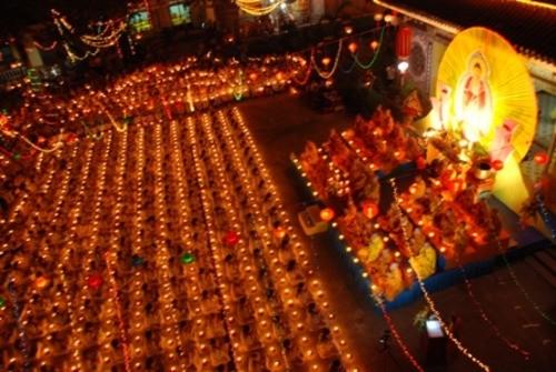 Đồng Nai: Sắc màu Hoa đăng nhân lễ vía Đức Phật A Di Đà tại chùa Phước Viên ảnh 17
