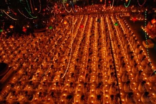 Đồng Nai: Sắc màu Hoa đăng nhân lễ vía Đức Phật A Di Đà tại chùa Phước Viên ảnh 16