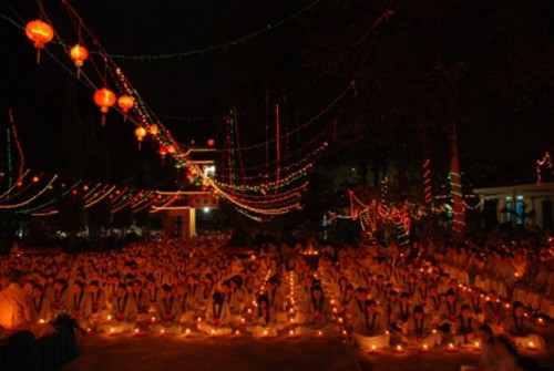 Đồng Nai: Sắc màu Hoa đăng nhân lễ vía Đức Phật A Di Đà tại chùa Phước Viên ảnh 13