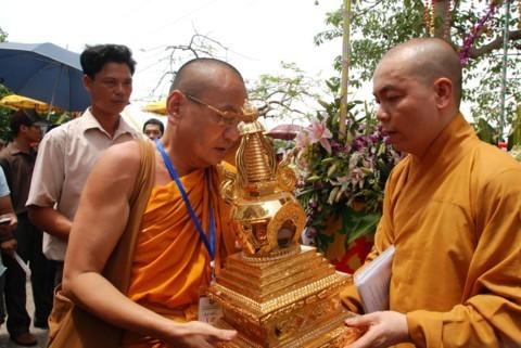 Ninh Bình: Đại lễ Phật đản và cung nghinh Xá lợi Phật về Tổ đình Kim Liên (chùa Đồng Đắc) ảnh 11