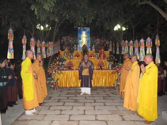 Bắc Ninh: Lễ vía Đức Phật A Di Đà tại chùa Phật Tích ảnh 1