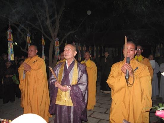 Bắc Ninh: Lễ vía Đức Phật A Di Đà tại chùa Phật Tích ảnh 2