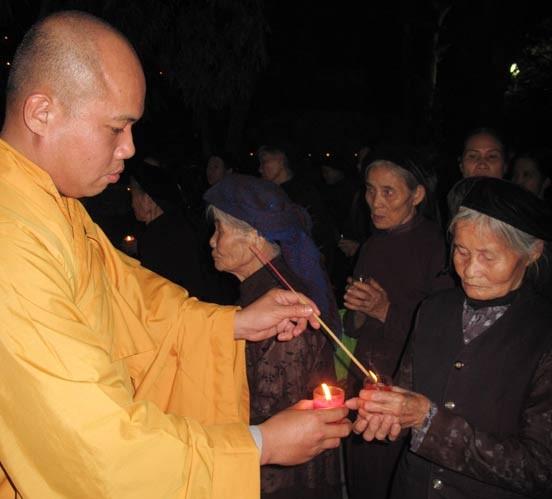 Bắc Ninh: Lễ vía Đức Phật A Di Đà tại chùa Phật Tích ảnh 3