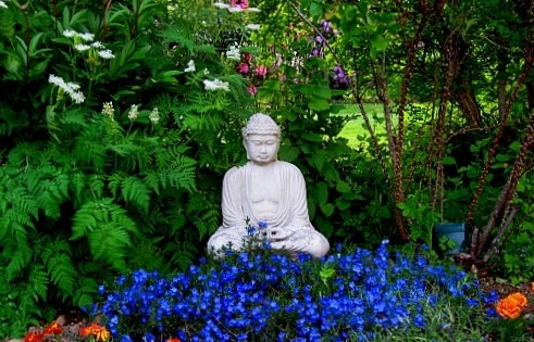 Garden_Buddha_in_the_spring.jpg