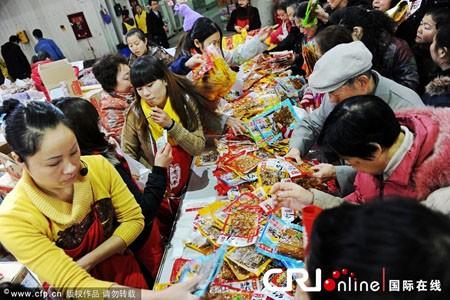 Người châu Á hân hoan đón mừng năm mới Nhâm Thìn-2012 ảnh 15