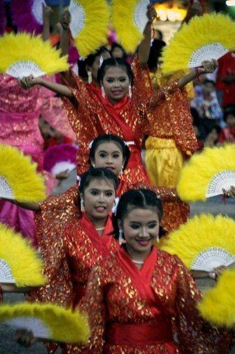 Người châu Á hân hoan đón mừng năm mới Nhâm Thìn-2012 ảnh 22