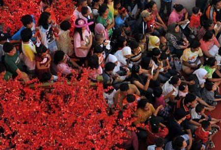 Người châu Á hân hoan đón mừng năm mới Nhâm Thìn-2012 ảnh 24