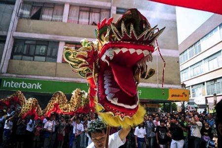 Người châu Á hân hoan đón mừng năm mới Nhâm Thìn-2012 ảnh 11