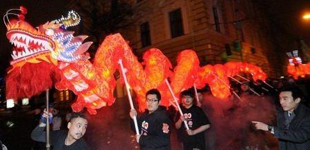 Người châu Á hân hoan đón mừng năm mới Nhâm Thìn-2012 ảnh 20