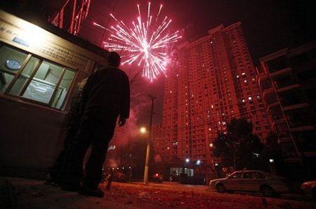 Người châu Á hân hoan đón mừng năm mới Nhâm Thìn-2012 ảnh 3
