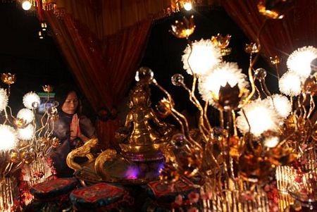 Người châu Á hân hoan đón mừng năm mới Nhâm Thìn-2012 ảnh 7