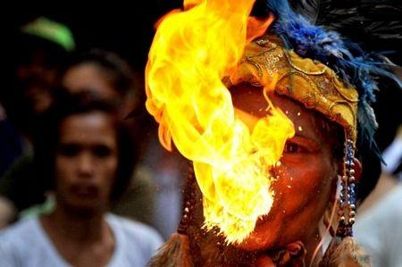 Người châu Á hân hoan đón mừng năm mới Nhâm Thìn-2012 ảnh 21