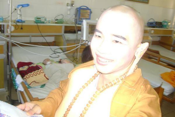 Nha Trang: Hóa trang Di Lặc mang Tết đến bệnh nhân ảnh 5