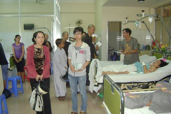 Nha Trang: Hóa trang Di Lặc mang Tết đến bệnh nhân ảnh 9