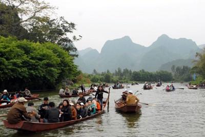 Trên 5 vạn lượt người đến chùa Hương ảnh 1