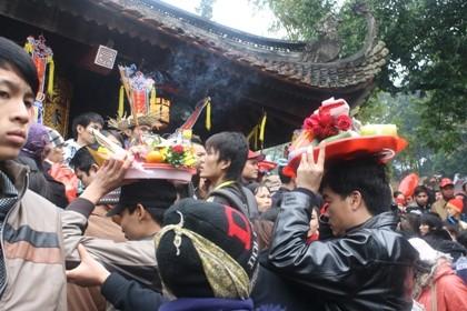 """Nhích từng bước trong """"biển người"""" đổ về khai hội chùa Hương ảnh 12"""