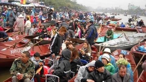 Đội mưa rét, chen nhau khai hội chùa Hương ảnh 4