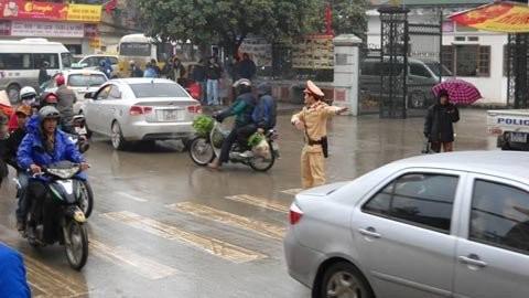 Đội mưa rét, chen nhau khai hội chùa Hương ảnh 6