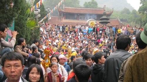 Đội mưa rét, chen nhau khai hội chùa Hương ảnh 1