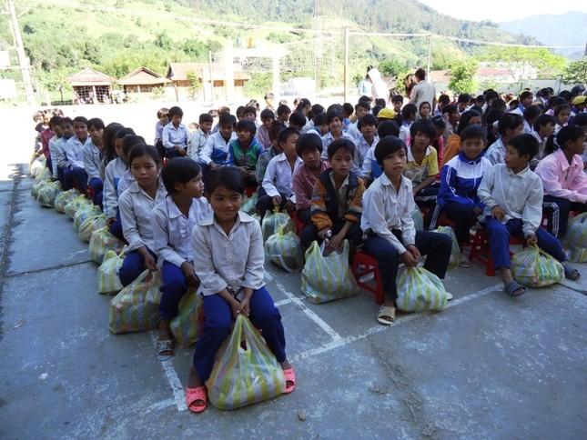 Tăng Ni lên núi Ngọc Linh làm từ thiện14.JPG