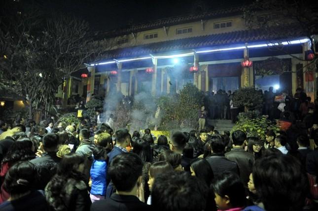 Hà Nội: Chen chân lễ chùa ngày đầu năm ảnh 3
