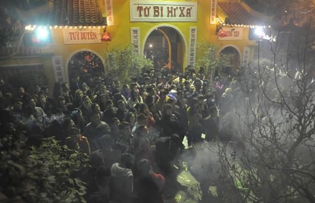 Hà Nội: Chen chân lễ chùa ngày đầu năm ảnh 4