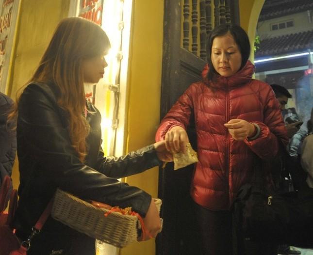 Hà Nội: Chen chân lễ chùa ngày đầu năm ảnh 7