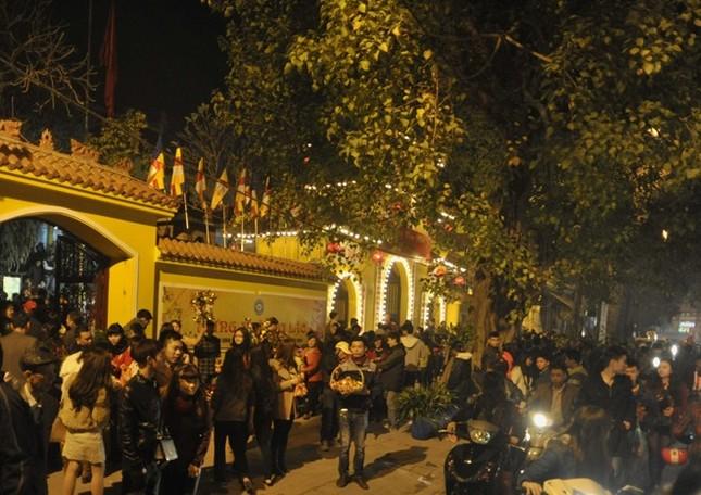 Hà Nội: Chen chân lễ chùa ngày đầu năm ảnh 1