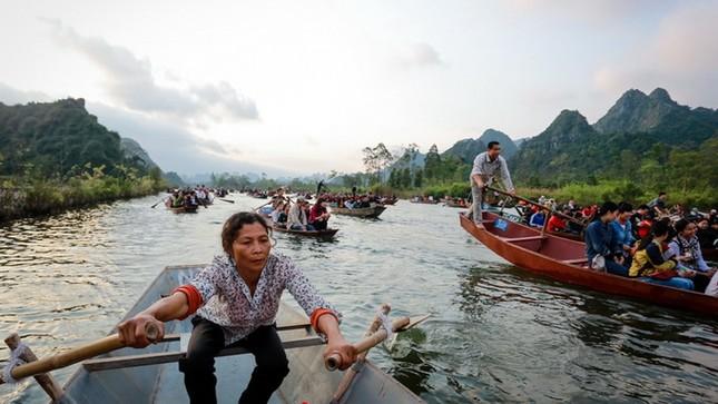 Hơn 5 vạn du khách chen chân trẩy hội chùa Hương ảnh 4