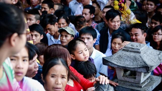 Hơn 5 vạn du khách chen chân trẩy hội chùa Hương ảnh 5
