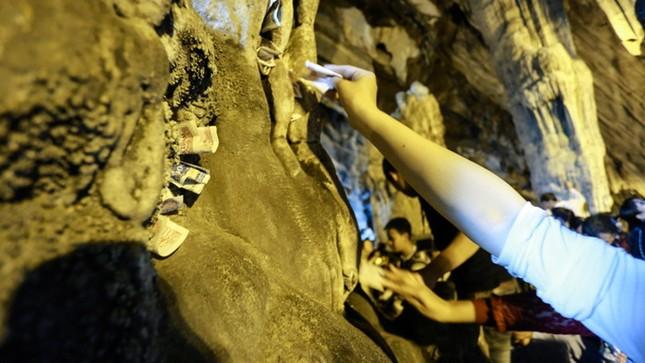 Hơn 5 vạn du khách chen chân trẩy hội chùa Hương ảnh 8