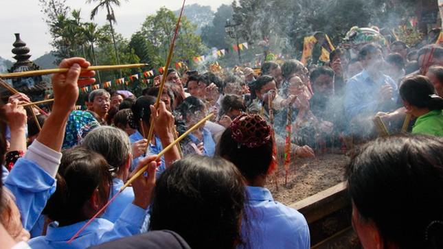 Hơn 5 vạn du khách chen chân trẩy hội chùa Hương ảnh 9